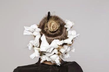 Como fazer cachos com papel toalha - Divina e Mulher