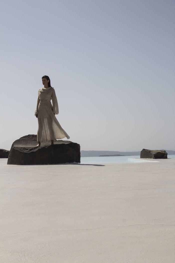 Interior Aura. Aenaon Villas | photography Irini Giotopoulou | Ioanna Kourbela Misty Void | Aumorfia Linear_A https://thegreekdesigners.com/2016/10/30/aenaon-serenity-in-thira/