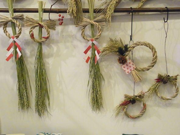 吉本博美 お正月飾り 稲穂やしめ縄の良さが引き立ちます。