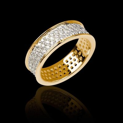 Alliance Mars en or jaune 18 K sertie de diamants. Possibilité de sertir aussi en diamant noir, émeraude, rubis, saphir rose ou saphir bleu #bague #alliance #mariage #Mars #diamant #OrJaune #joaillerie #BijouxFemme @JaubaletParis