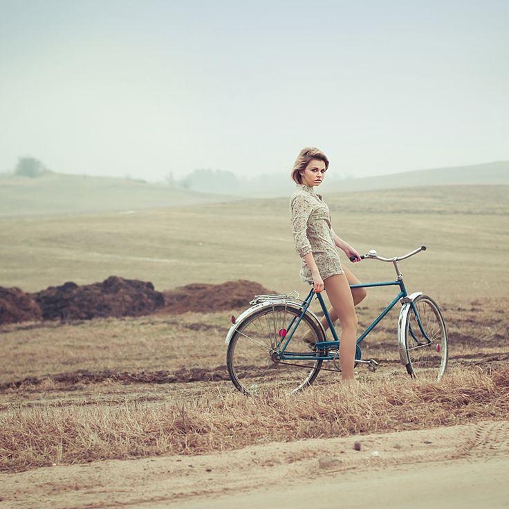 I want a bike like that: Cool Pin, Bike Photography, Bike Riding, Earth Tones, Vintage Bicycles, Senior Portraits, Cycling Chic, Vintage Bike, Photo Shooting