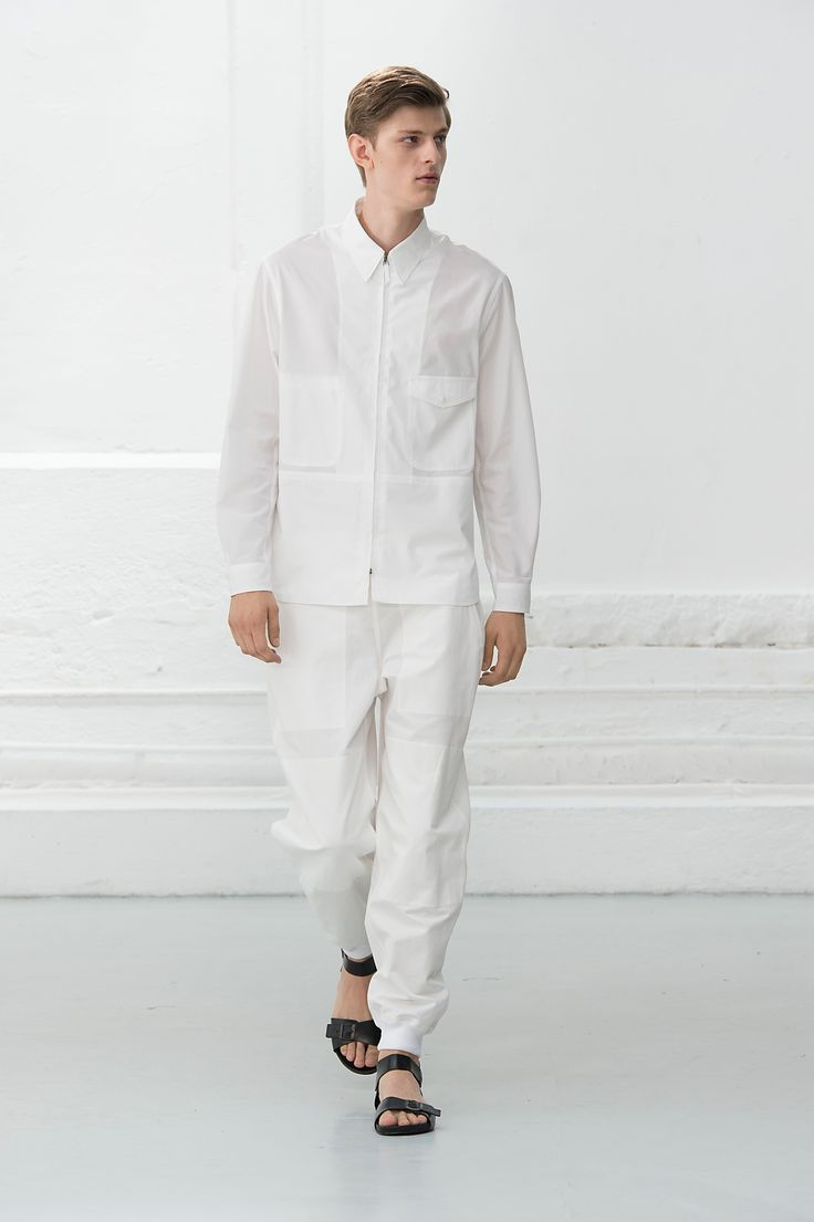 3. Zipped shirt in cotton poplin / Jogging in cotton linen twill / Sandals in vegetable-tanned leather