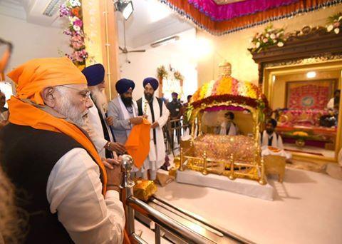 PM Narendra Modi Ji paid obeisance at Takht Sri Keshgarh Sahib accompanied by CM Parkash Singh Badal, Dy CM Sukhbir Singh Badal and Union Minister Biba Harsimrat Kaur Badal. #AkaliDal #ProgressivePunjab #Punjab