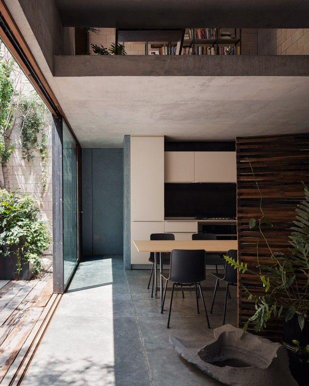 Casa modernista tem pequenos oásis  (Foto: Rory Gardner/ Divulgação)