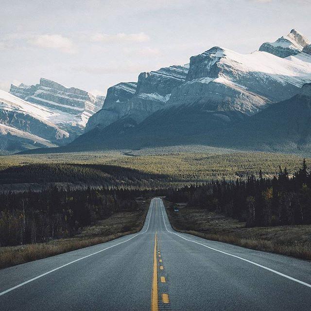 Канадский пейзаж автор: @bokehm0n  #канада #canada #canadaday #tourcanada #imagesofcanada #toronto #explorecanada #vancouver #Montreal #Ottawa #Calgary #7gid #Путешественник #осень #Edmonton #amazing #тучи #дорога #путешествие #парк #кругосветка #торонто #туризм #вокругсвета #оттава #sky #архитектура #wind #путешествуем #америка