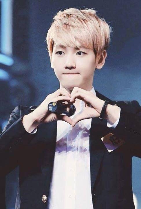 baekhyun.... I love u 2 <3