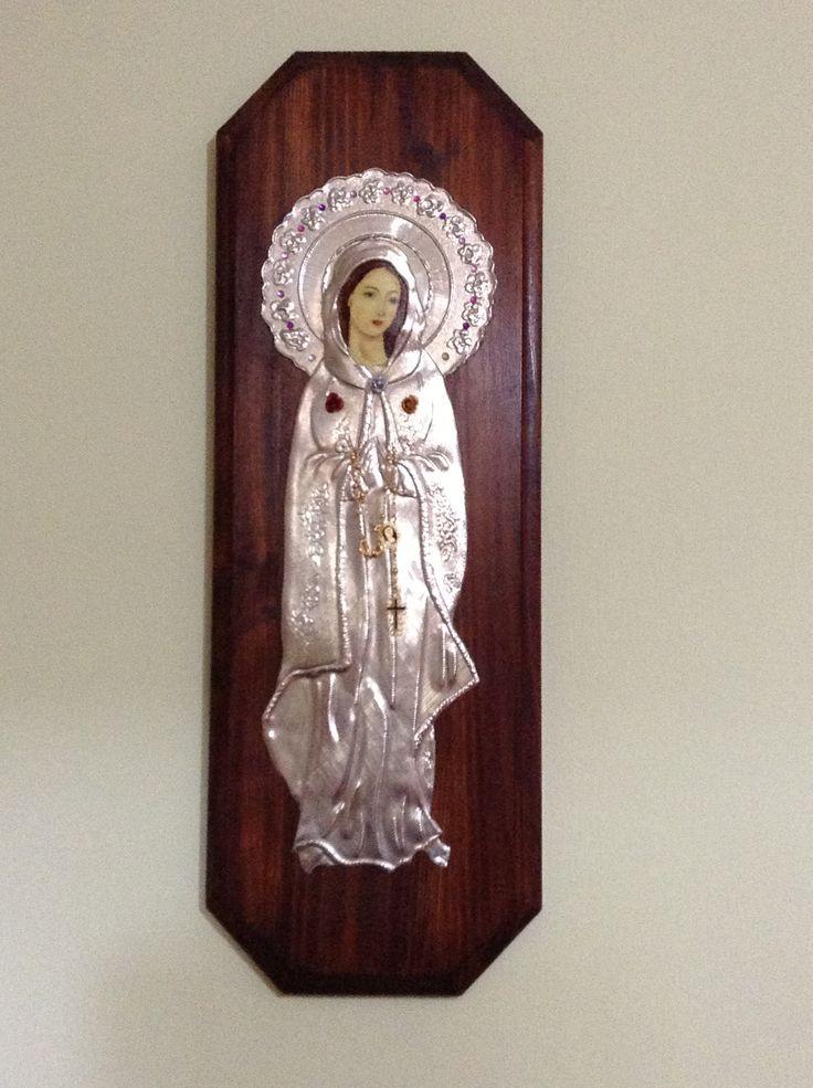 Virgen Rosa Mística, repujado en estaño.         Myrla García. Caracas, Venezuela.