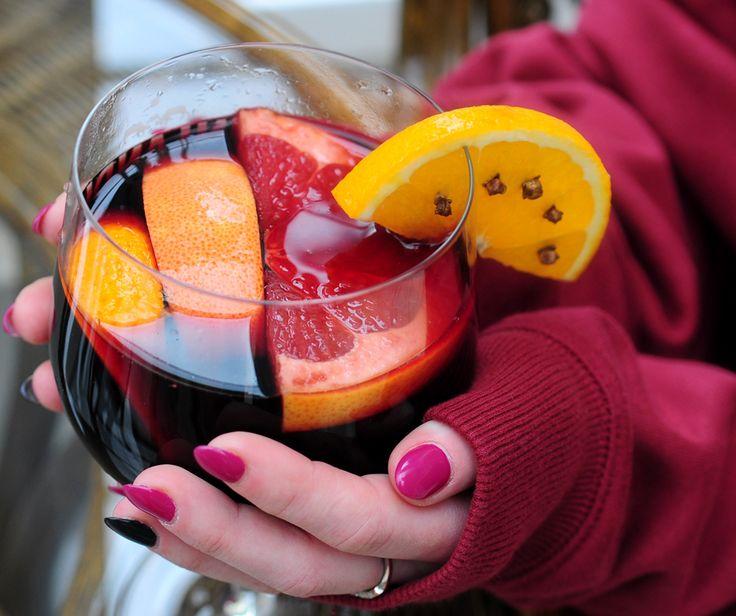 Grzane wino, czyli to, co w taką pogodę lubimy najbardziej! Zapraszamy wszystkich zmarzluszków! :) #wine #mulledwine