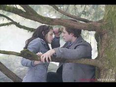 Twilight - Crepúsculo / Edward tocando piano para Bella / Edward playing...