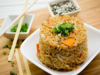 En este domingo es buen día para estar en la cocina y preparar deliciosos platillos como este arroz chino.