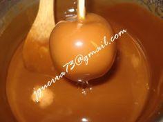 Cómo hacer manzanas cubiertas de caramelo suave