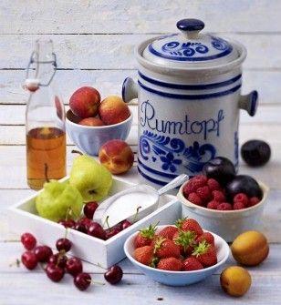 Das Rezept für Rumtopf und weitere kostenlose Rezepte auf LECKER.de