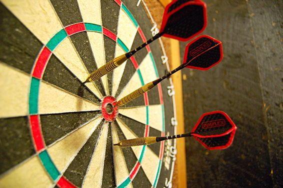 Target seringkali di persepsikan sebagai sesuatu yang menyeramkan. Terkadang juga banyak sekali pagar yang kita bangun yang menghalangi kita untuk mencapai target. Bagaimana cara memandang target sehingga kita mampu melihatnya secara optimis