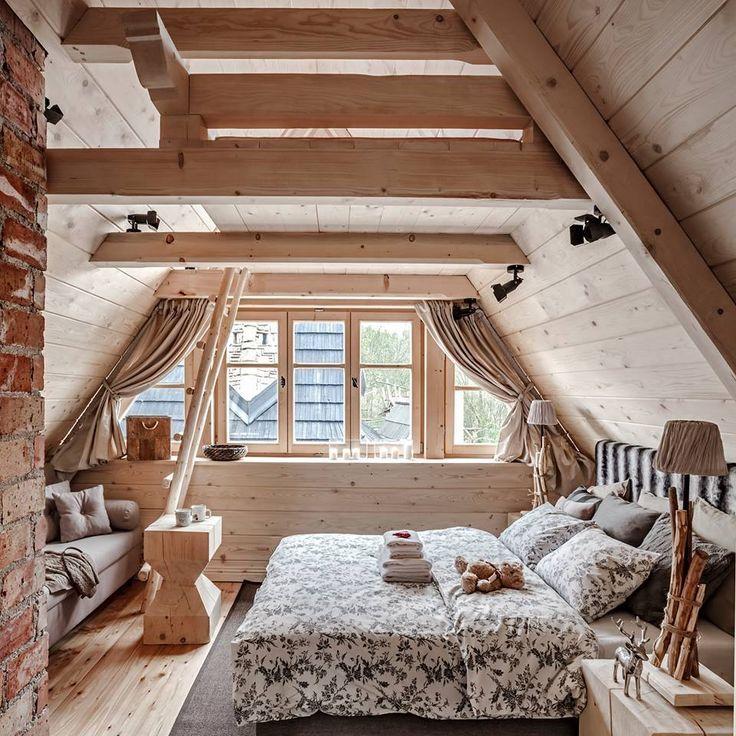 Geraumiges Schlafzimmer Im Dachgeschoss Mit Einer Sofaecke