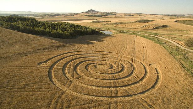 06/25/2015 - A crop circle appeared in wheat fields in Tierra Estella, Navarra, Spain. The images, captured by a drone , show a perfectly drawn spiral.