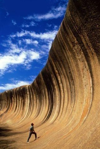 A giant granite flared slope. Wave Rock (Rock Ola), Western Australia. One of the oldest rocks on Earth. Its distinctive shape is caused by erosion of 60 million years. Photo: Getty Images