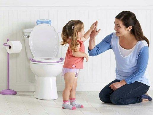 Cara melatih anak berhenti pakai pampers sangat penting dilakukan sebab kebiasaan anak pakai pampers akan terus berlanjut sampai sudah besar.
