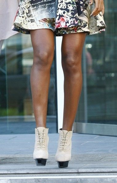 Kelly Rowland Photos Photos - X Factor judges leave the Lowry Hotel in  Manchester on the last day of filming the X Factor in the city. - X Factor judges leave the Lowry Hotel in Manchester 2