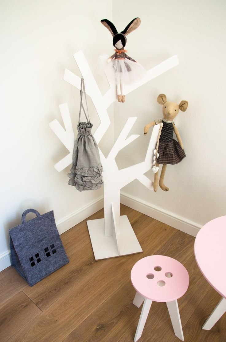 MONKEY TREE wooden clothes hanger _ kids room _ nursery design _ kids room inspiration _ girl room _ kids designs _ pokój dziecięcy _ inspiracje _ dzieci _ pokój dziewczynki _ drzewko _ drewniany wieszak _ wieszak na ubrania _ kącik dla dziecka _ krzesełko dla dziecka _ krzesełko guziczek _ button chair cool kids designs kids furnitures meble dla dzieci fantazyjne  SHOP:  www. monkeytree.pl hello@monkeytree.pl
