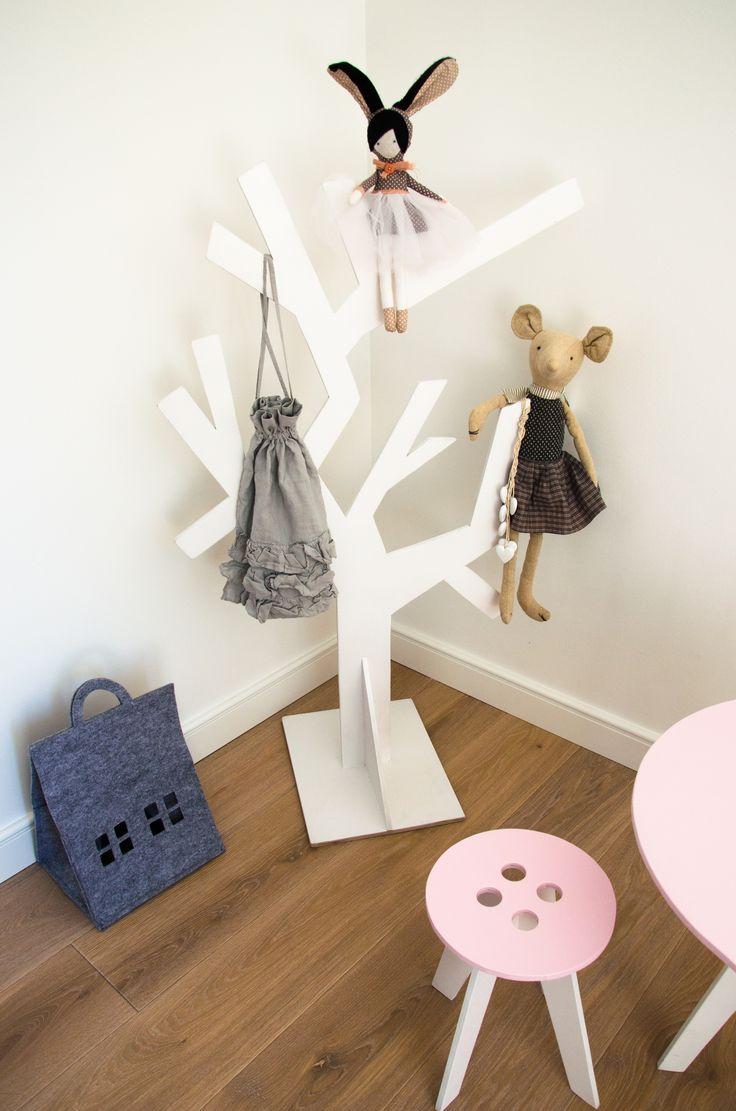 MONKEY TREE wooden clothes hanger _ kids room _ nursery design _ kids room inspiration _ girl room _ kids designs _ pokój dziecięcy _ inspiracje _ dzieci _ pokój dziewczynki _ drzewko _ drewniany wieszak _ wieszak na ubrania _ kącik dla dziecka _ krzesełko dla dziecka _ krzesełko guziczek _ button chair cool kids designs kids furnitures meble dla dzieci fantazyjne  SHOP:  www. monkeytree.pl hello@monkeytree.pl
