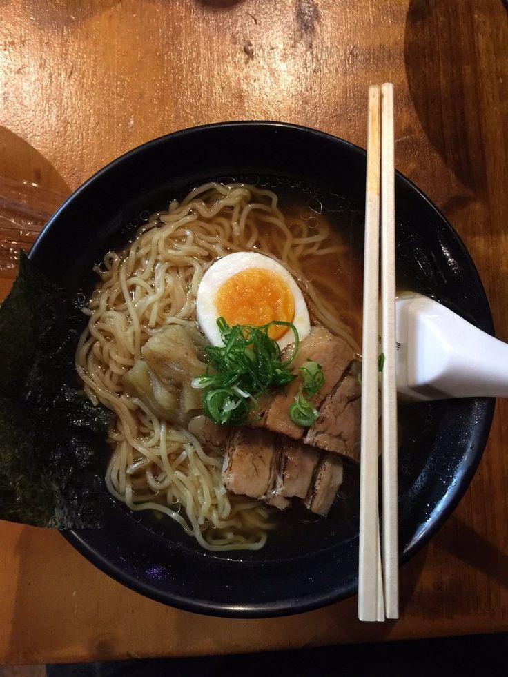 Especialidades: Yokaloka ofrece sushi, comida japonesa tradicional y desde 2014 ramen a dos pasos del Barrio de Las Letras en pleno centro de Madrid y en uno de los mercados con más encanto y originales de la ciudad: el Mercado de Antón…