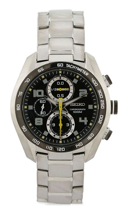 This is a fashionable watch ads to your style statement. This brand is known for its usage of quality material in making appealing watches. Round Watch in metal by Seiko. Analog watch made of stainless steel, stainless steel back. Logo detailed fold over clasp. http://zocko.it/LE47B