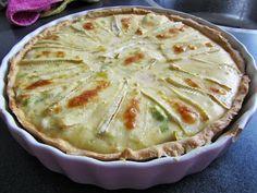 Quiche (hartige taart) met brie, gerookte zalm en prei