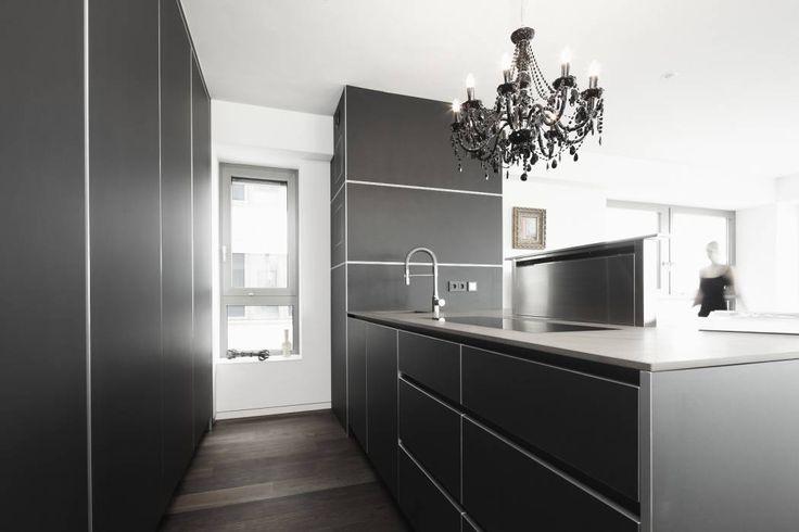 Appartment 1: moderne Küche von Bauer Schranksysteme GmbH