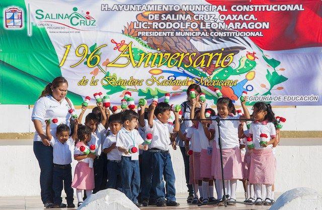 Conmemoró Gobierno de Salina Cruz 196 aniversario de la Bandera Nacional Mexicana