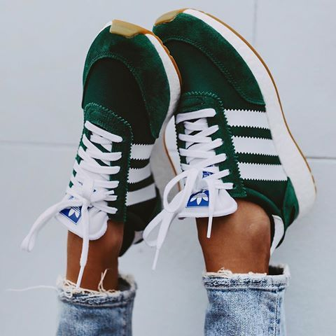 Picture could contain: one or more persons, shoes and stripes   – Sneakerlove