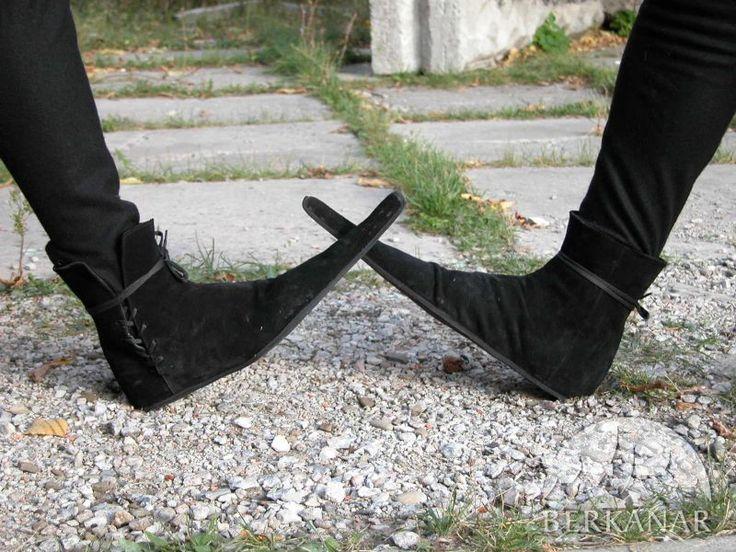 готические замшевые остроносые ботинки