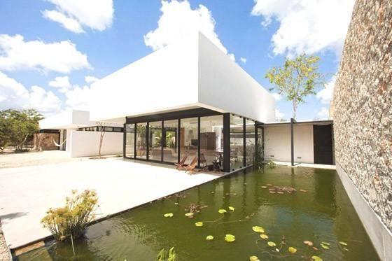 L'architecture moderne volumétrique sous le soleil du Mexique