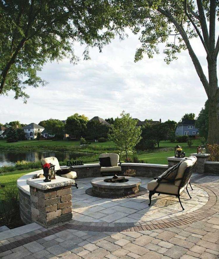 foyer extérieur pour le coin de détente dans le jardin avec meubles ...