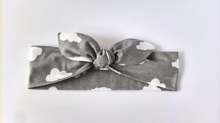 Opaska bawełniana pin-up szara w chmurki - MadebyKaza - Opaski dla niemowląt