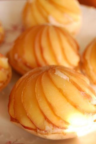 Dôme de pommes à essayer avec de la frangipane et de la pâte brisée à la place du gâteau au yaourt