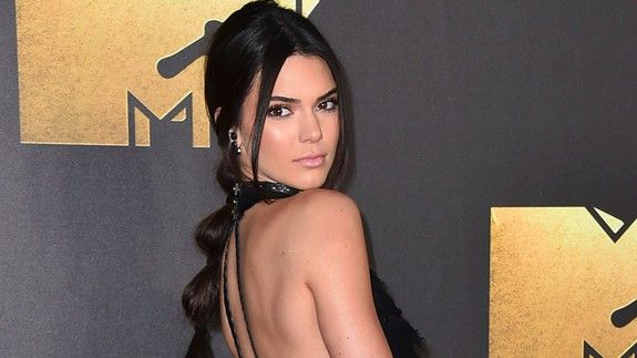 "Kendall Jenner firmly denies ""upsetting"" plastic surgery rumors"