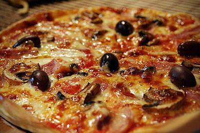 """Когда не хочется готовить, особенно после работы, всегда заказываю пиццу, суши или роллы в пиццерии """"Пицца Оллис"""". Хотя у них очень разнообразное меню, большой выбор супов, салатов, закусок, десертов и т.п. Я предпочитаю пиццу или суши, часто беру Сет Трио и пиццу Болоньезе . Очень удобно, главное ВКУСНО http://www.ollis.ru/"""