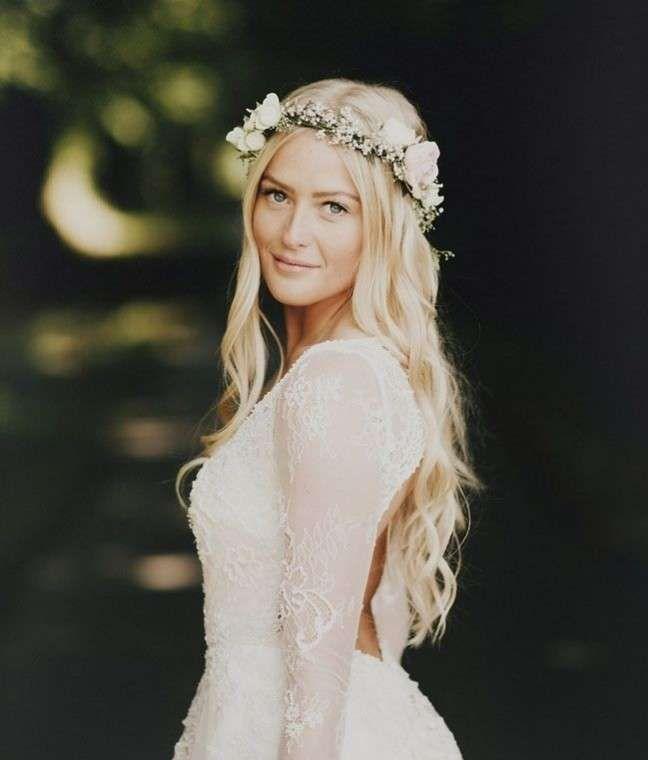 Peinados boho-chic: fotos look para novias - Pelo suelto con corona