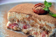 Γλυκό με φράουλες και μπισκότα