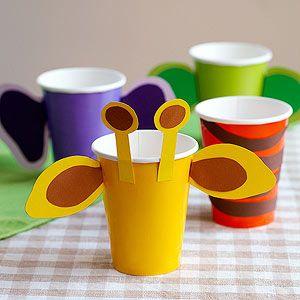 """Süße Idee, damit man endlich die Tassen bei der Geburtstagsparty auseinanderhalten kann - einfach als Tiere """"verkleiden"""". Perfekt für eine Dschungel- oder Zoo-Themenparty!"""