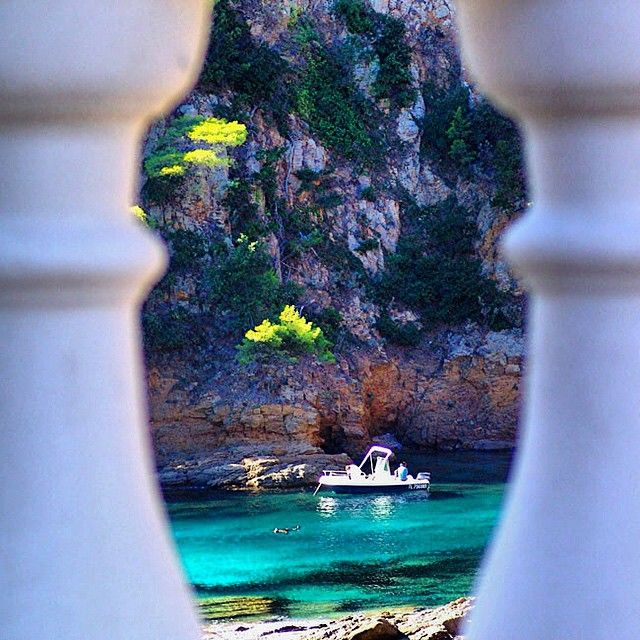 Cavalaire-sur-Mer <3 #golfesttropez #cavalaire #cavalairesurmer #sttropez #sainttropez #saintemaxime #stemaxime #sea #blue #zen #instagood #instazen #boat
