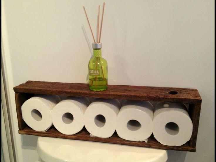 Rangement pour papier de toilettes.