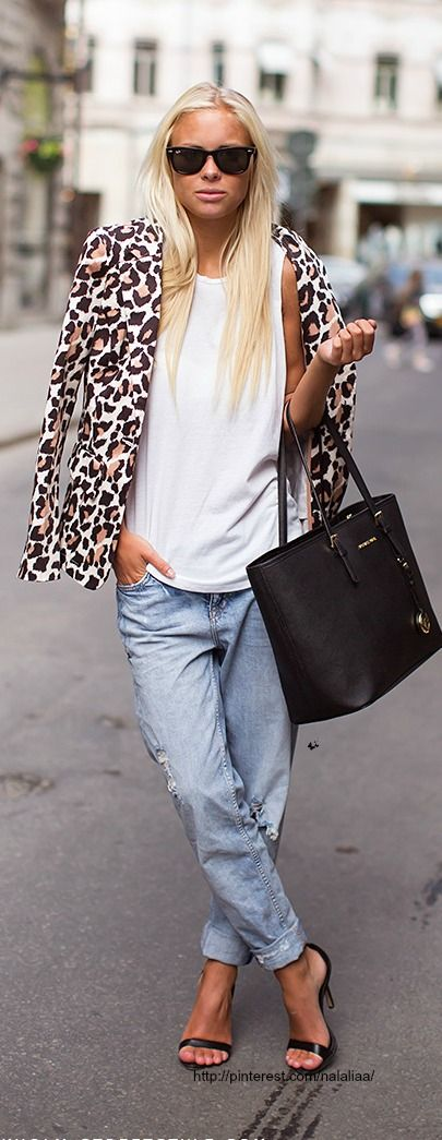 Epic 99 Summer Denim Dressing Inspirations That You Must Know https://www.fashiotopia.com/2017/05/22/99-summer-denim-dressing-inspirations-must-know/ To be sexy will consist of distinctive things like how you present yourself, the manner in which you act, the way that you talk even the way that you walk.