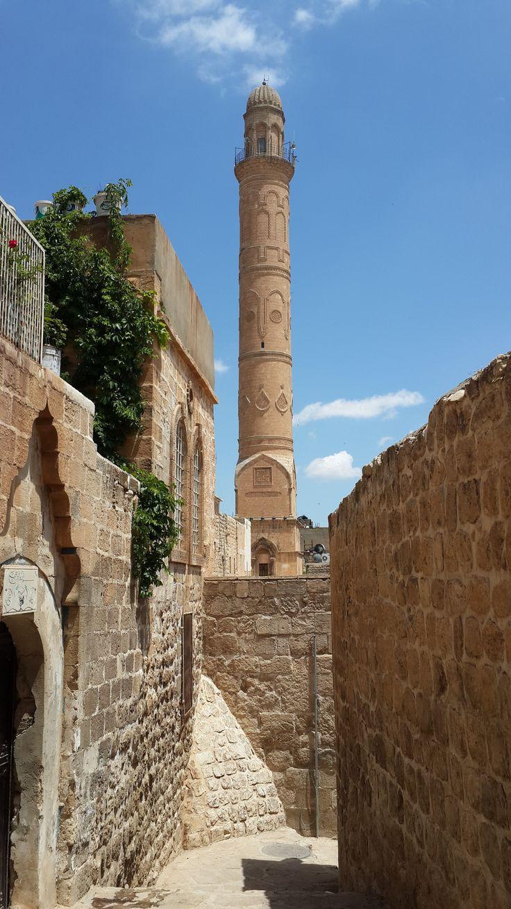 Ulu cami/Mardin/// Minare kaidesindeki 1176 tarihli kitabeye göre, Diyarbekir Meliki 2. Kutbüddin İlgazi tarafından yaptırıldığı yazmaktadır.