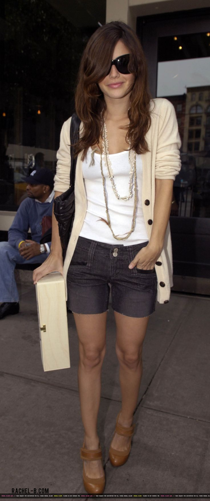 rachel bilson. someone who understands the necessity of correct length on shorts