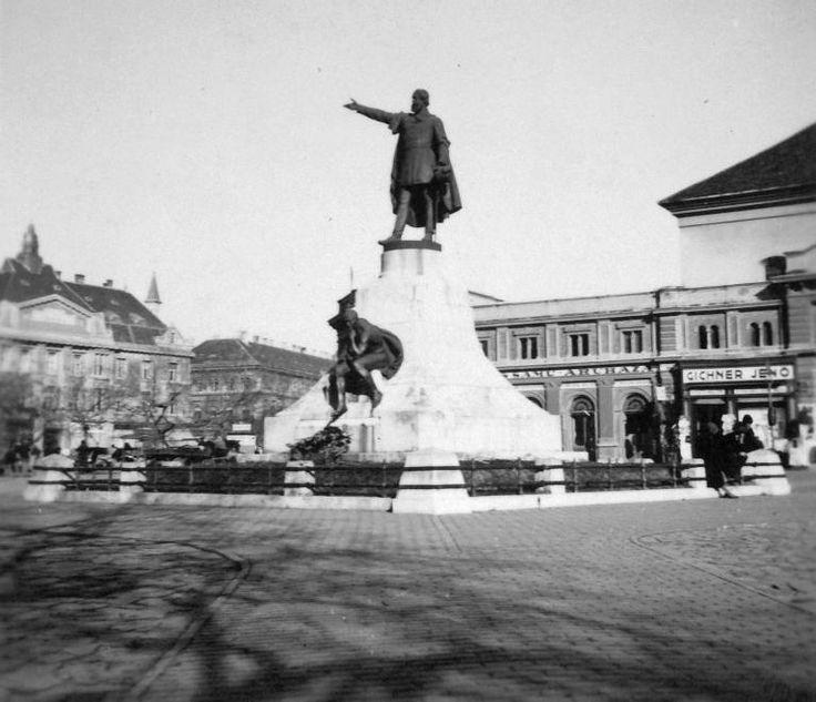Kossuth tér, Kossuth Lajos szobra (Telcs Ede, 1906.).