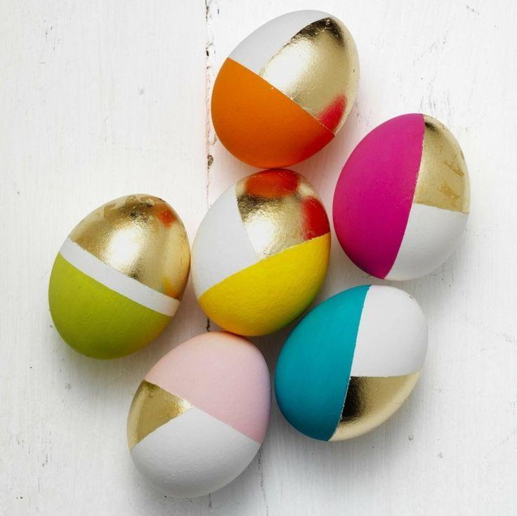 Ostereier mit modernem, geometrischem Muster. Das sieht toll aus! Noch mehr Ideen für Kinder: www.hallobloggi.de