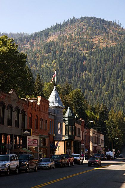 A Walk About Historic Wallace on http://idaho.for91days.com