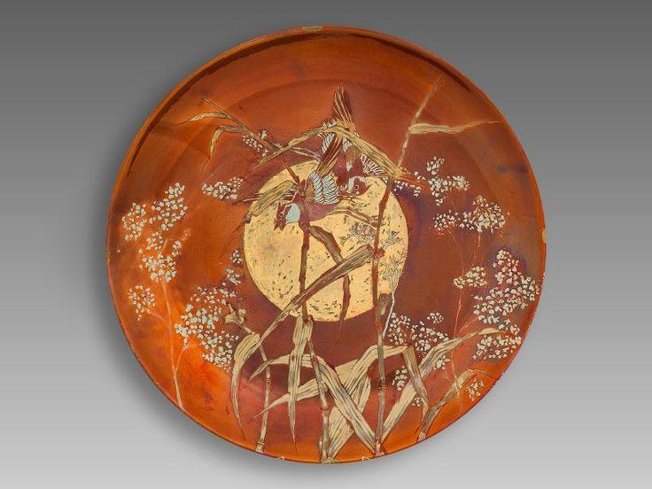 587. Zsolnay szecessziós dísztál, porcelánfajansz. Dekorterv: Zsolnay Júlia, Pécs, 1899. Kikiáltási ára: 450.000 Ft.