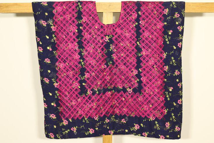 Blusa Oaxaca, mexican outfit, vestido de tehuana, hilos rosa mexicano, huipil azul marino de cadenilla, Juchitán, Oaxaca, Mexico de CadenillayFlores en Etsy